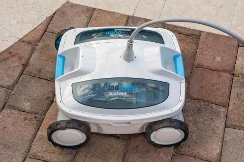 Aquabot ABREEZ4 X-Large with Cleaner In-Ground Pools